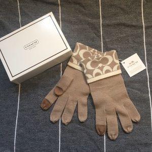 NWT Coach knit logo touch gloves.